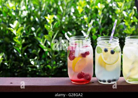Vielzahl von Limonade in Gläsern - Stockfoto
