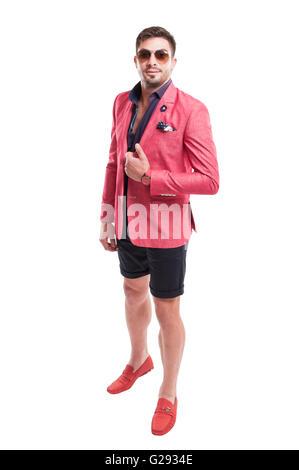 Phantasie und funky Männermodel tragen Modekonzept, stehende, isoliert auf weißem Hintergrund - Stockfoto