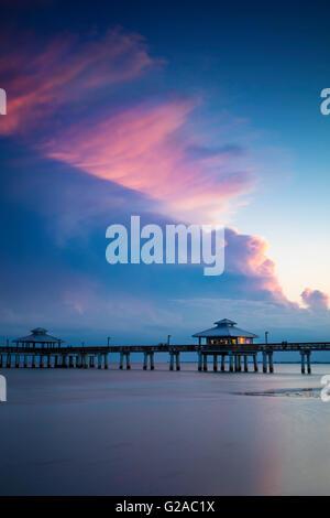 Frühlingsabend in ft. Myers Beach Pier, ft. Myers, Florida, USA - Stockfoto