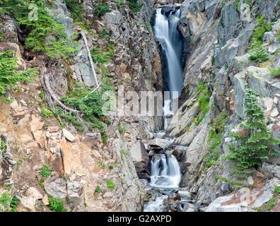 Schöne No name Wasserfälle im Paradies-Trail. Mount Rainier National park - Stockfoto