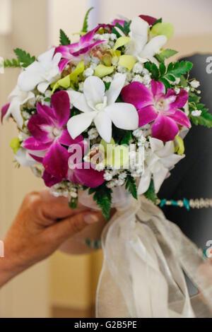Vorbereitung der Blumenstrauß für die Hochzeit - Stockfoto