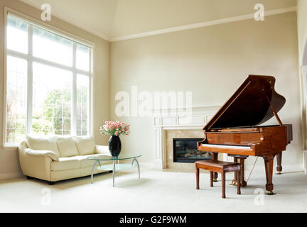 wohnzimmer mit klavier stockfoto bild 60003969 alamy. Black Bedroom Furniture Sets. Home Design Ideas