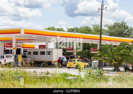 Eine Tankstelle Shell V-Power-Kraftstoffe in Namibia, Südliches Afrika spezialisiert. - Stockfoto