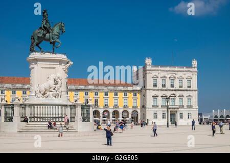 Elegante Gebäude und König José Denkmal, Praça do Comércio (Commerce Square), Lissabon, Portugal - Stockfoto