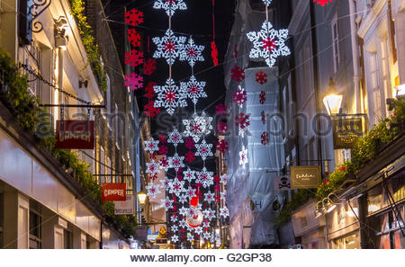 Carnaby Street in Londons West End mit der Carnaby St Weihnachtsbeleuchtung, London - Stockfoto
