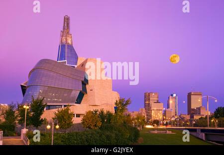 Winnipeg Skyline zeigt das Canadian Museum for Human Rights, Manitoba, Kanada - Stockfoto