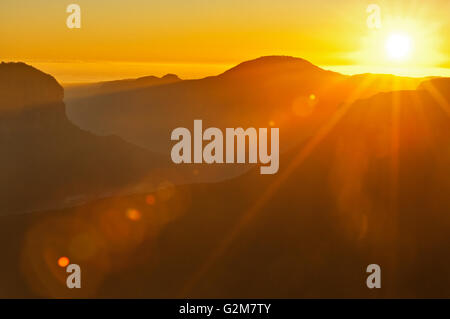 Sonnenaufgang über dem Grose Valley in den Blue Mountains. - Stockfoto