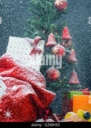 luxus geschenk boxen unter weihnachtsbaum neujahr. Black Bedroom Furniture Sets. Home Design Ideas