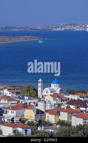 Panoramablick auf der Skala der Dorf und Hafen von Agistri Hauptinsel im Saronischen Golf, einstündige Reise von - Stockfoto
