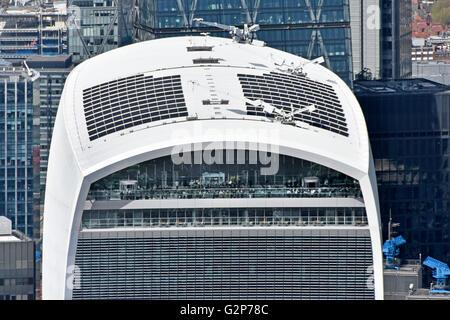 Closeup, Blick von oben am Himmel Garten öffentliche Aussichtsplattform & Dach des Gebäudes Walkie Talkie 20 Fenchurch Street in der City of London UK