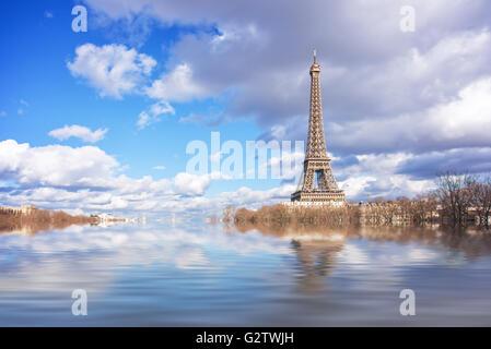 Flut Abbildung des Flusses Seine, Eiffelturm, Paris, Frankreich - Stockfoto