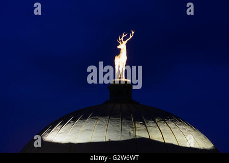 Kuppel mit goldenen Hirsch im Kunstgebäude, Deutschland, Baden-Württemberg Region Stuttgart, Stuttgart - Stockfoto