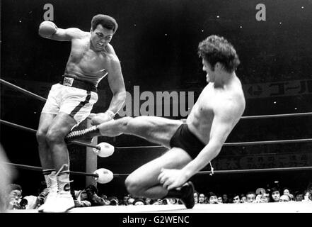 11. April 1956 - Tokyo, Japan - MUHAMMAD ALI oder CASSIUS CLAY, als die dominierende Schwergewichtsboxer der 1960er - Stockfoto