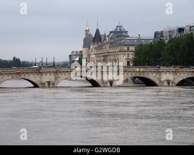 Paris, Frankreich. 3. Juni 2016. Pont Neuf, Hochwasser des Flusses Seine 3. Juni 2016, Paris, Frankreich-Credit: - Stockfoto