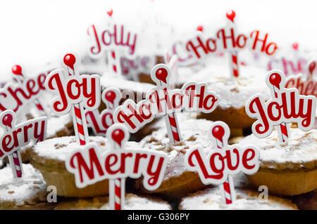 Mince Pies mit Frohe Weihnachten und andere festlichsten Nachrichten. - Stockfoto