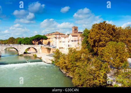 Tiberinsel und Ponte Cestio (Cestius Brücke), Rom, UNESCO-Weltkulturerbe, Lazio, Italien, Europa - Stockfoto