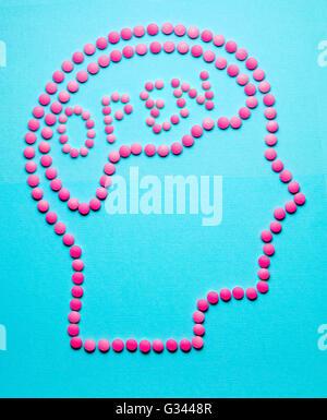 Kreative Medizin und Gesundheitswesen Konzept aus Medikamenten und Pillen, in der Form des menschlichen Gehirns - Stockfoto