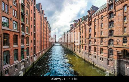 Berühmte Speicherstadt Speicherstadt mit blauen Himmel und Wolken in Hamburg, Deutschland - Stockfoto