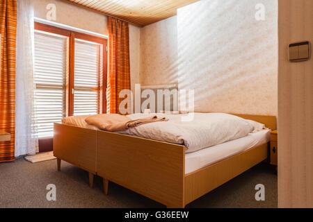 Morgens Ne Fenster Im Schlafzimmer | Schlafzimmer Fenster Mit Tageslicht Scheint Durch Vorhange Dunkle