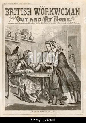 Zwei alarmiert aussehende Frauen besuchen eine Wahrsagerin in ihrem Häuschen. Die Anwesenheit einer Katze und Rabe - Stockfoto