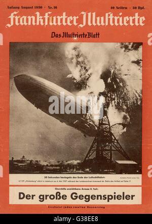HINDENBURG-Katastrophe das gigantische Luftschiff Hindenburg in einem Feuerball als es explodiert landet in New - Stockfoto