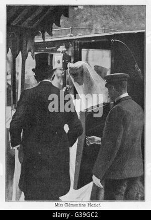 WINSTON CHURCHILL (1874-1965) Miss Clementine Hozier immer aus dem Wagen, auf den Tag ihrer Hochzeit mit Winston - Stockfoto