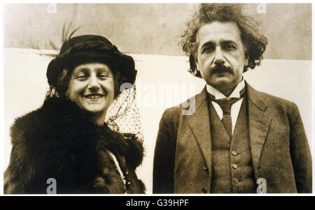 ALBERT EINSTEIN Deutsch Physiker mit seiner Frau Elsa geb. 1922 Datum: 1879-1955 - Stockfoto