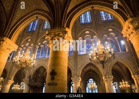 Kathedrale innen Notre Dame de Paris - Stockfoto