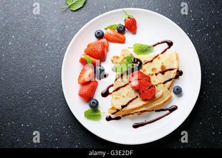 Palatschinken Sie mit Schokolade, Essen-Draufsicht - Stockfoto