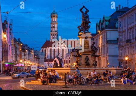 Maximilianstraße mit der Herkules-Brunnen und die Basilika St. Ulrich und Afra, Deutschland, Bayern, Bayern, Schwaben, - Stockfoto