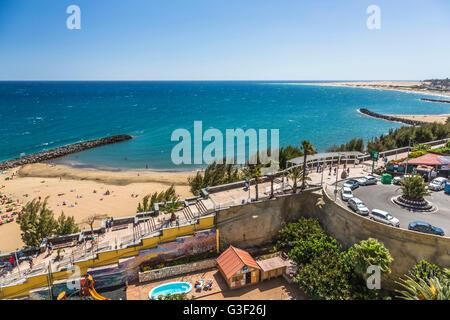 Strand von Playa del Ingles, im Hintergrund die Dünen von Maspalomas, Gran Canaria, Spanien - Stockfoto