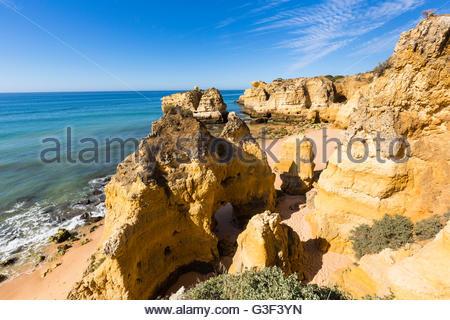 Felsformationen am Praia de Sao Rafael, Algarve, Portugal - Stockfoto