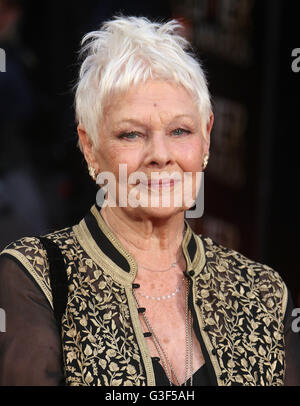 3. April 2016 - Dame Judi Dench Teilnahme an The Olivier Awards 2016 am Royal Opera House Covent Garden in London, - Stockfoto