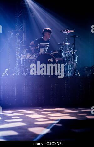 Mailand, Italien. 16. Mai 2016. Alex Fiordispino der italienischen pop-Rockband The Kolors abgebildet auf der Bühne, - Stockfoto