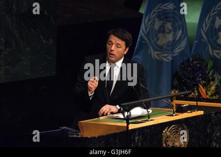 New York City, USA. 22. April 2016. Italiens Premier Matteo Renzi befasst sich mit der Generalversammlung. Führungskräfte - Stockfoto