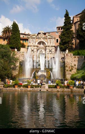 Fischteiche und den Neptunbrunnen und Orgel in Villa d ' Este, Tivoli, Lazio, Italien, Europa - Stockfoto