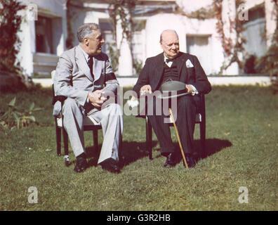 Präsident Franklin D. Roosevelt und Premierminister Winston Churchill Reden auf dem Rasen des Präsidenten-Villa - Stockfoto