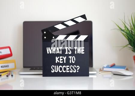 Kino Klappe mit dem, was ist der Schlüssel zum Erfolg? Wort - Stockfoto