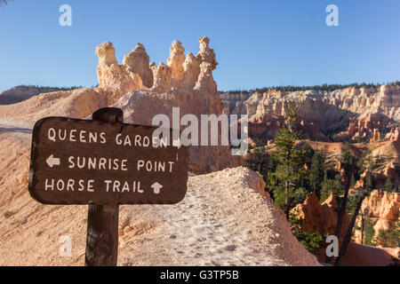 Holzschild am Queens Garden Trail in Bryce-Canyon-Nationalpark, Utah, USA - Stockfoto