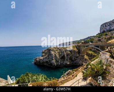 Brücke Ciolo Salento Lecce Santa Maria di Leuca Panorama Meerblick - Stockfoto