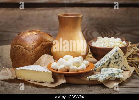 Rustikale, natürliche Milchprodukte - Stockfoto