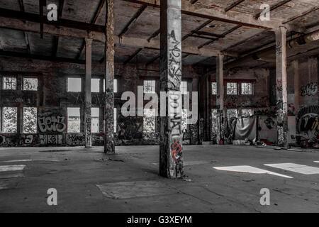 verlassenen Fabrikgebäude Interieur, alte Ruine - Stockfoto