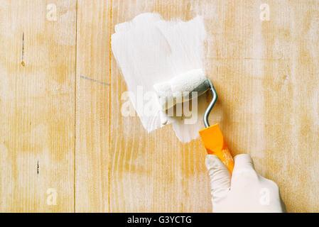 Hand Mit Farbe Walze Auftragen Acryllack Auf Holzbrett Nicht