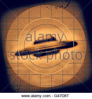Retro ufo Flying Saucer Sichtung aus der Mitte des letzten Jahrhunderts atomare Retro space age - Stockfoto