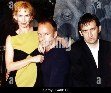 PA-NEWS Foto: 18.07.97: STING und seine Frau Trudie STYLER mit Schauspieler JIMMY Nagel (rechts) (wer die Hauptrolle - Stockfoto