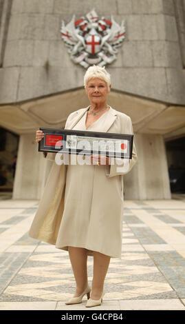 Dame Judi Dench erhält die Freiheit von der City of London - Stockfoto