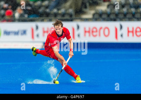 LONDON, ENGLAND 17. Juni 2016: Felix Denayer Belgiens in Aktion während der Hockey Champions Trophy Mens-Finale - Stockfoto
