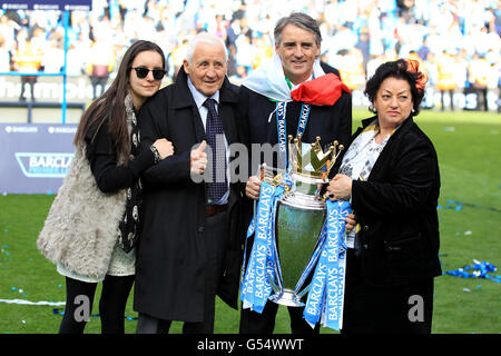 Fußball - Barclays Premier League - Manchester City gegen Queens Park Rangers - Etihad Stadium