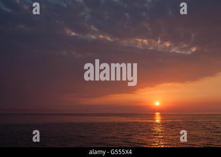 Sunrise Landfall ab Venedig auf Durchgang in der Adria von Kroatien - Stockfoto