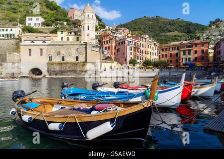 Vernazza ist eine Stadt in der Provinz von La Spezia, Ligurien, Italien. Es ist eines der fünf Dörfer, aus denen - Stockfoto